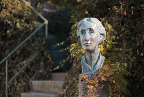 Woolf bust 2