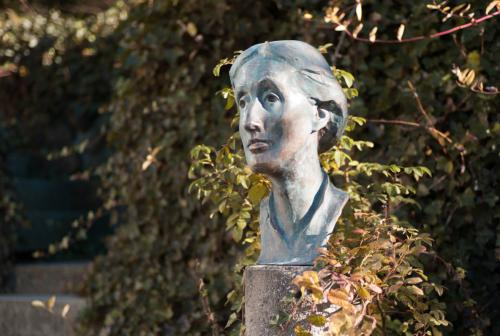 Woolf bust