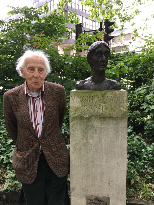Cecil Woolf with the bust of Virginia Woolf located in Tavistock Square garden, dedicated in 2004.