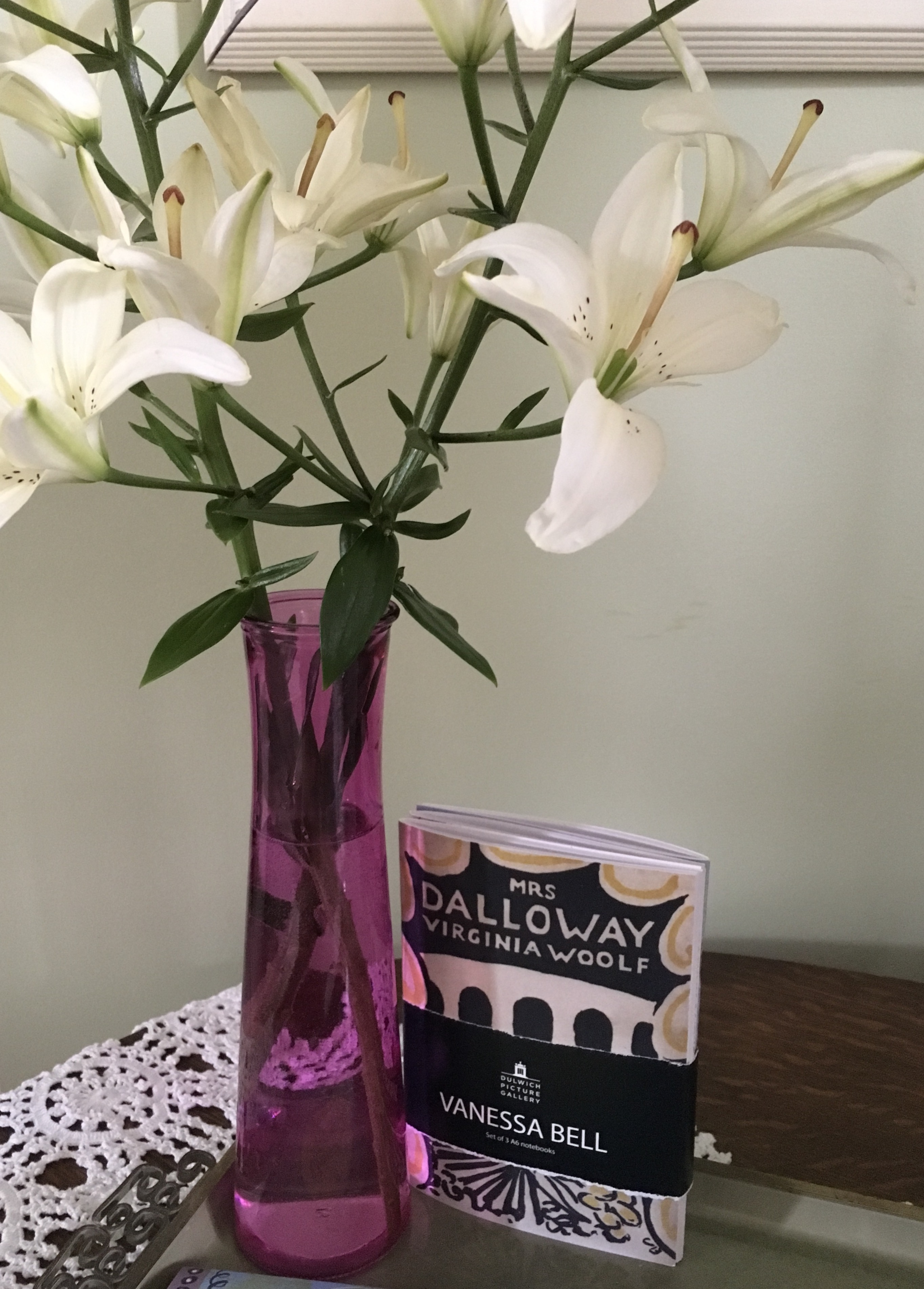 mrs dalloway the hours essay Virginia woolf's novel mrs dalloway (1925) and stephen daldry's film the hours (2002), an extrapolation, both examine overlapping and interwoven ideas.